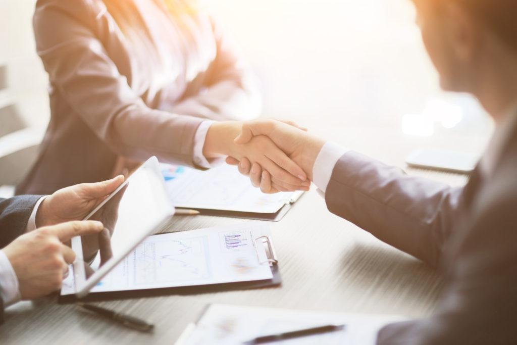 Handslag för överenskommelse